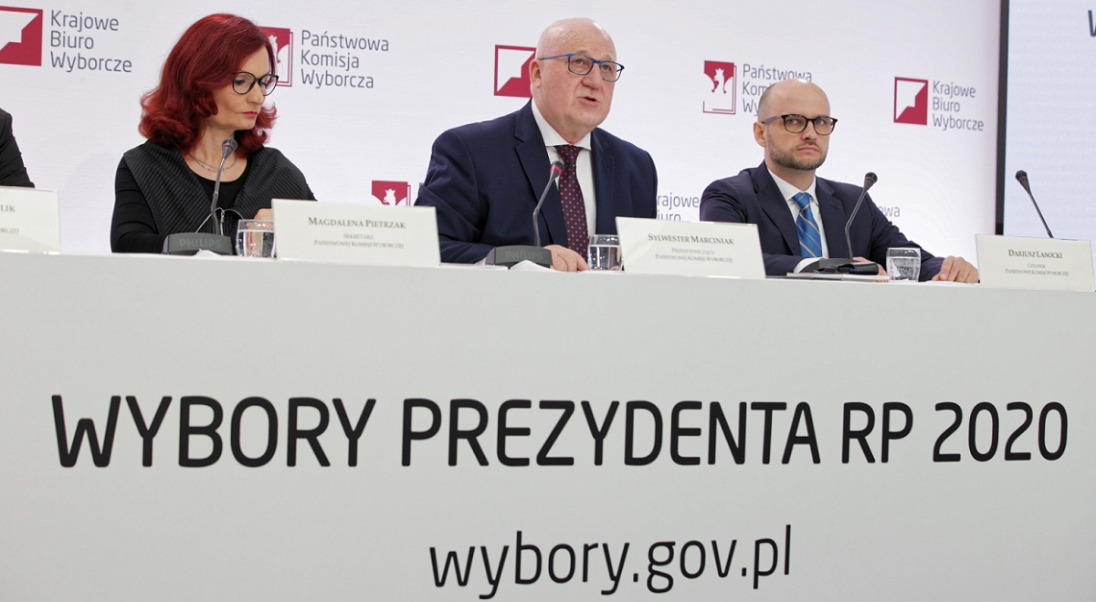 Poland's National Electoral Commission holds a news conference on Monday morning. Photo: PAP/Mateusz Marek