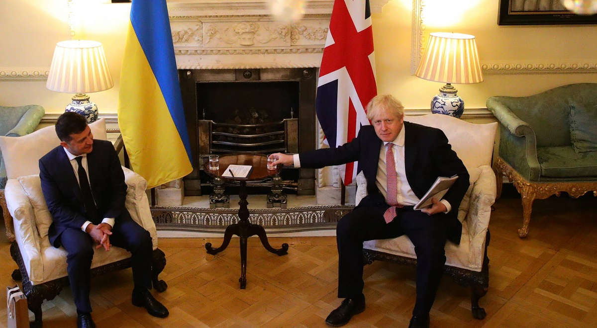 Ukrainian President Volodymyr Zelensky and UK Prime Minister Boris Johnson meet in London on Oct. 8, 2020.