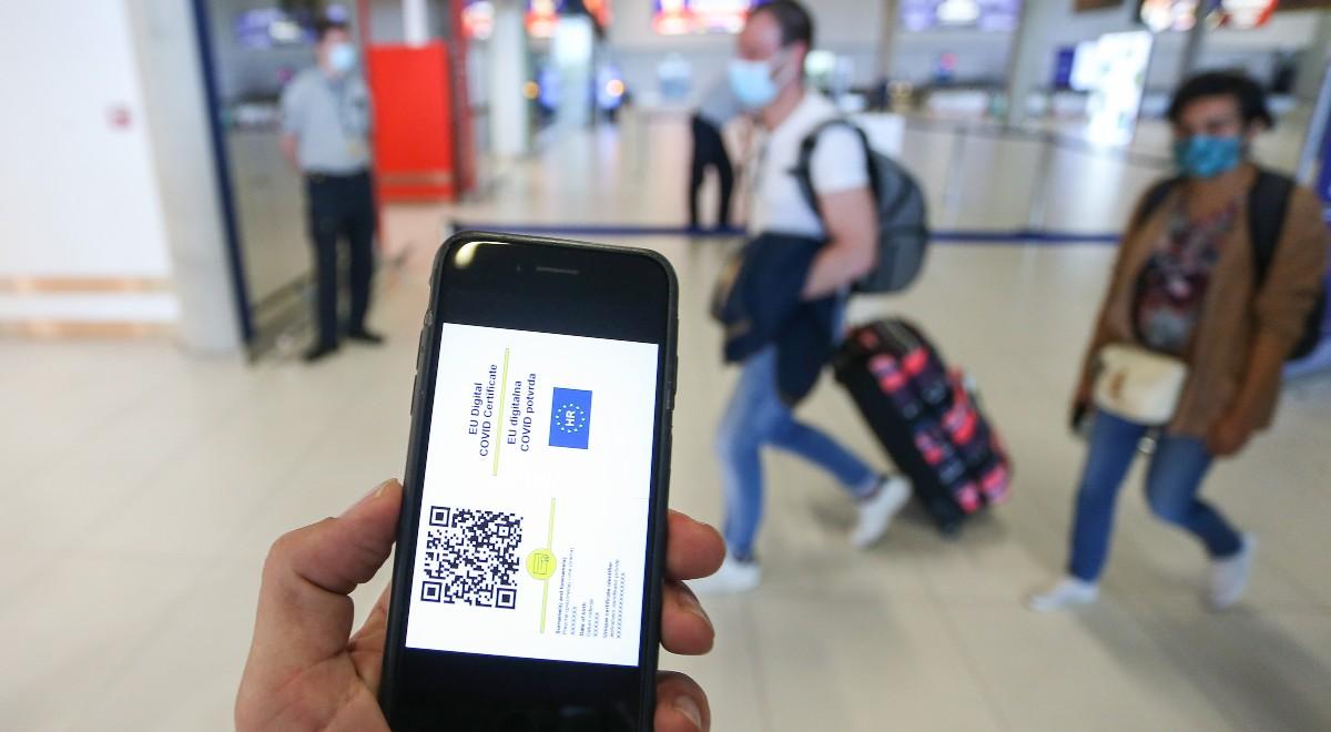 forum lotnisko certyfikat paszport covidowy 1200.jpg