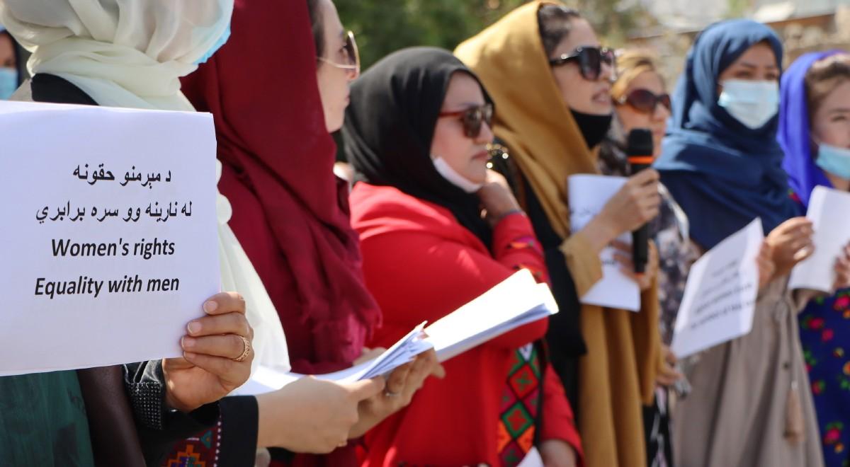 talibowie kobiety manifestacja pap 1200.jpg