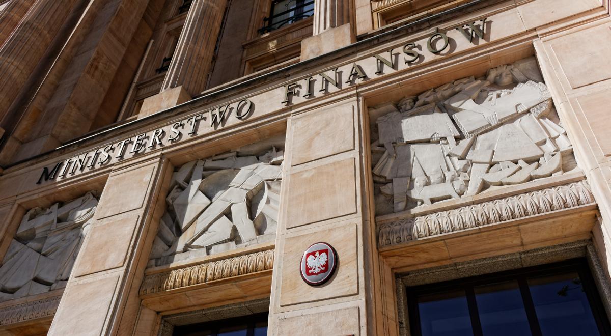 shutterstock_ministerstwo finansów 1200.jpg