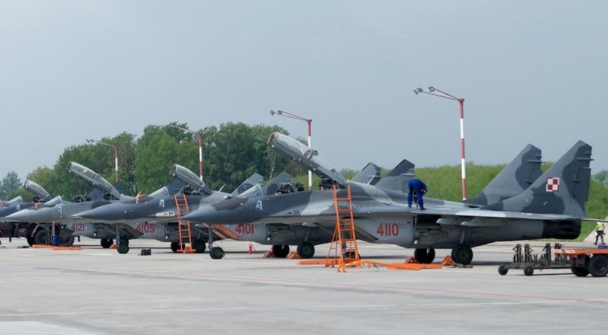 Polskie myśliwce w bazie lotniczej w Malborku