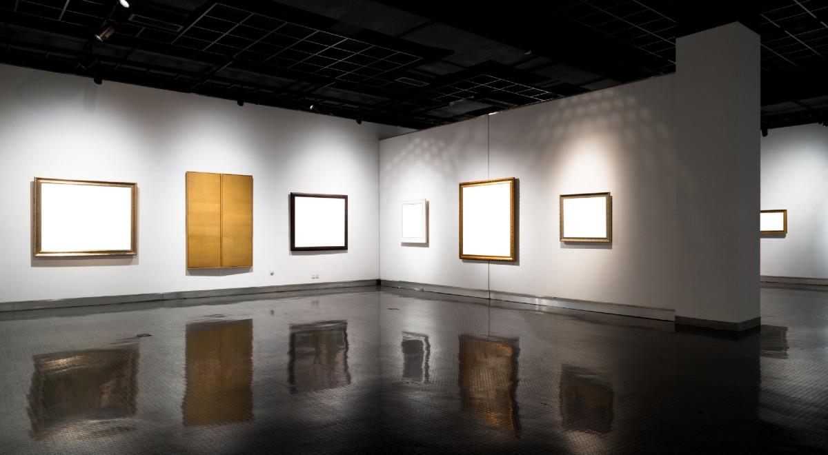 sztuka nowoczesna galeria puste ściany free shut 1200.jpg